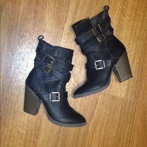 Candies black ankle boot size 7